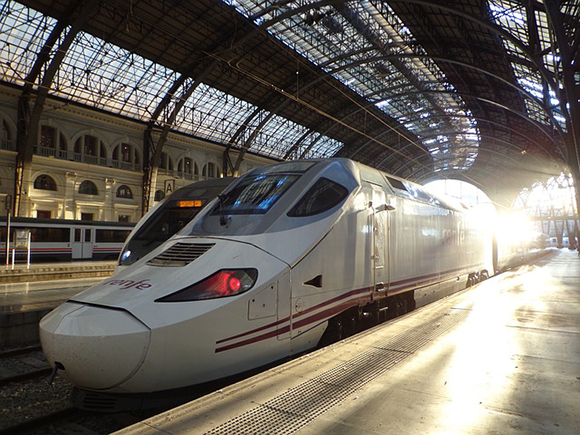 Programados billetes para trenes AVE adicionales para viajar entre Andalucía y Cataluña este verano 2017