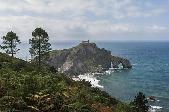 Haz un viaje barato en tren al País Vasco y conoce la verdadera fortaleza de los Targaryen en Juego de tronos
