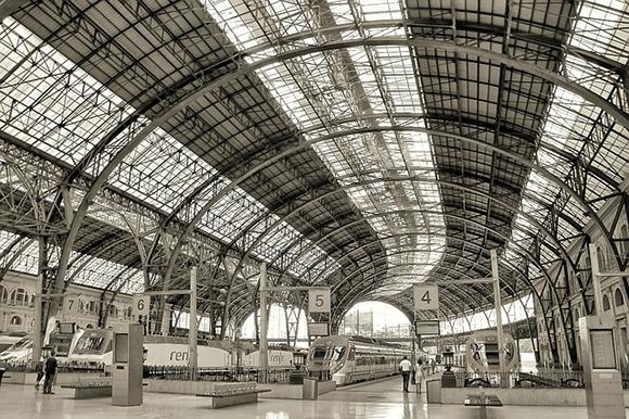 Disfruta de Barcelona viajando en trenes AVE esta Semana Santa 2018