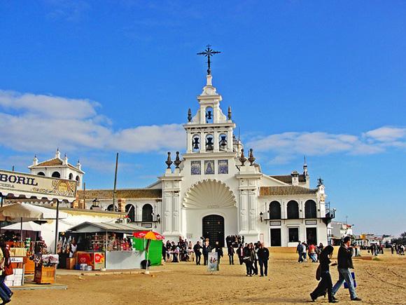 Viajar en trenes baratos a las fiestas del sur de España en mayo 2018