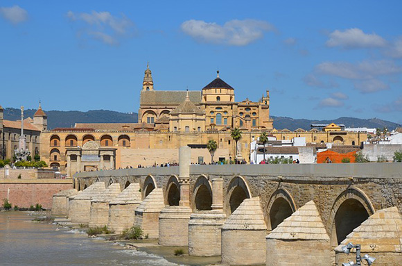 Disfruta de la Feria de Córdoba 2018 con trenes AVE