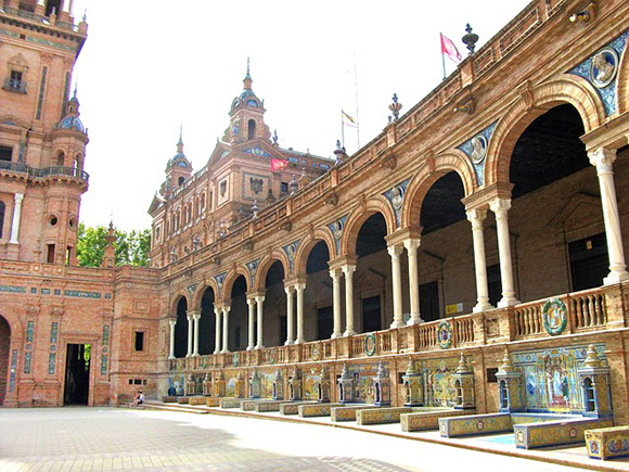 En junio 2018 planifica un viaje en trenes AVE a Sevilla