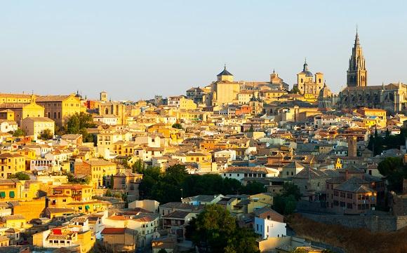 Rutas, callejones, cultura… viaja en tren a Toledo
