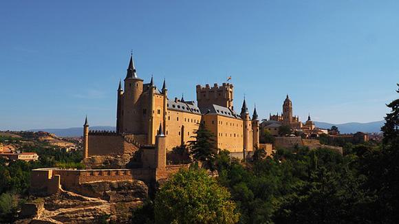 Trenes AVE baratos a Segovia en diciembre 2018