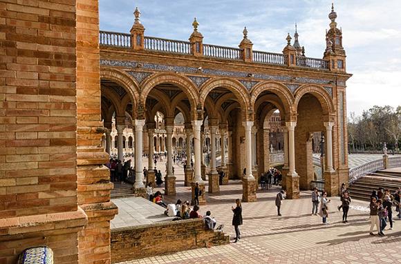 Viaja en trenes AVE a Sevilla en noviembre 2018