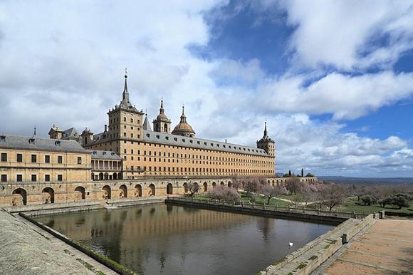 Trenes baratos para visitar El Escorial en junio 2019
