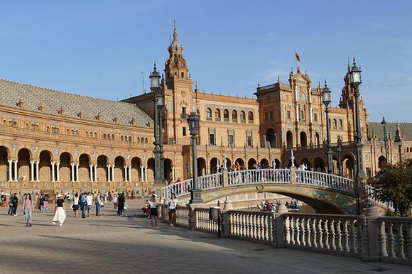 A Sevilla en trenes AVE baratos este mes de mayo 2019