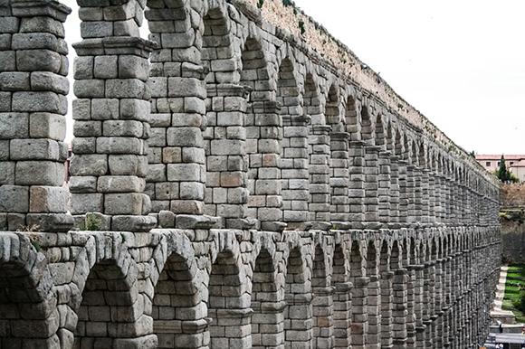 Billetes de trenes AVE baratos a Segovia en mayo 2019