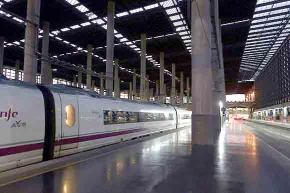 Los trenes AVE permiten viajar más rápido por España en 2019