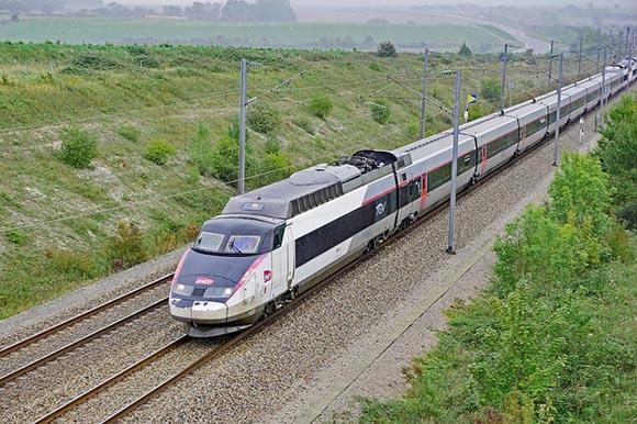 Más viajeros en los trenes AVE Barcelona París verano 2019