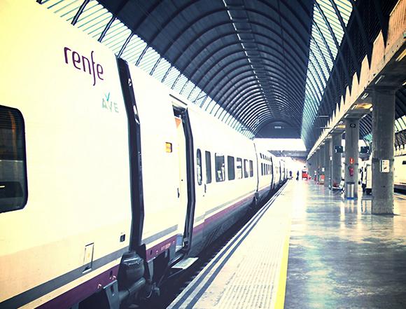 Viaja en trenes AVE baratos a Castellón en julio o agosto 2019