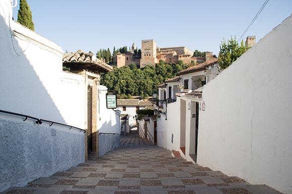 Este agosto 2019 puedes viajar en trenes AVE a Granada