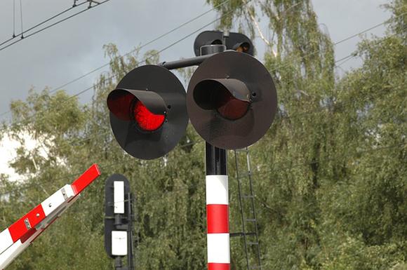 El paso a nivel de la línea de trenes Mérida Los Rosales en 2019