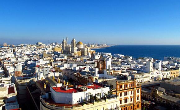Visita Cádiz en trenes baratos en la Inmaculada 2019