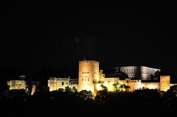 Los trenes AVE te acercan a la Nochevieja 2019 de Granada