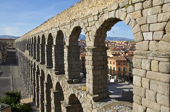 Viaja a Segovia en trenes AVE baratos este enero 2020