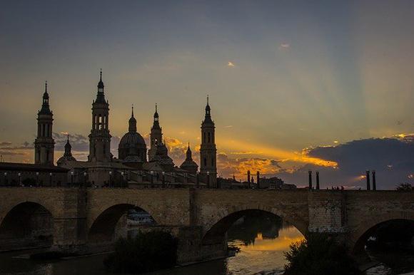 Viaja este febrero 2020 a Zaragoza en trenes AVE baratos