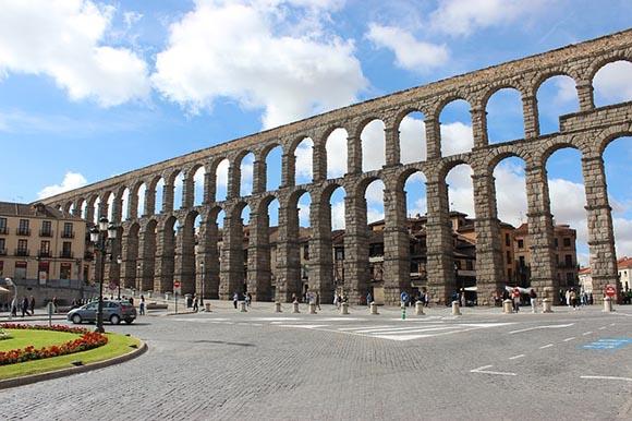 Visita Segovia en trenes AVE baratos esta primavera 2020